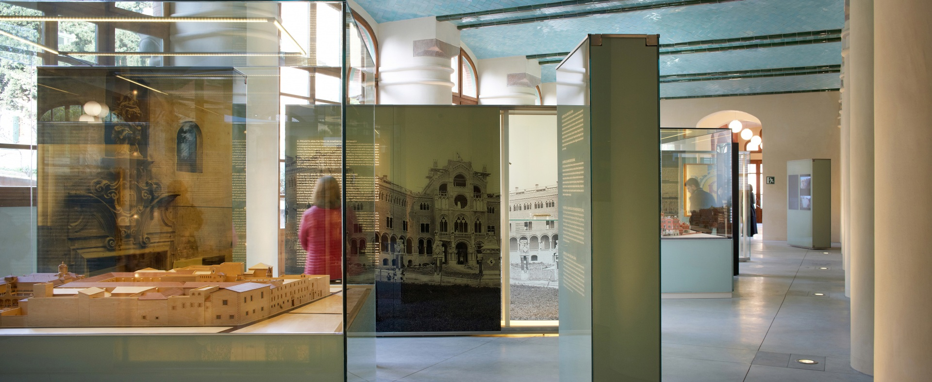 Hospital of the Santa Creu i Sant Pau. Showcase containing an old building model and panels with pictures of the new building.