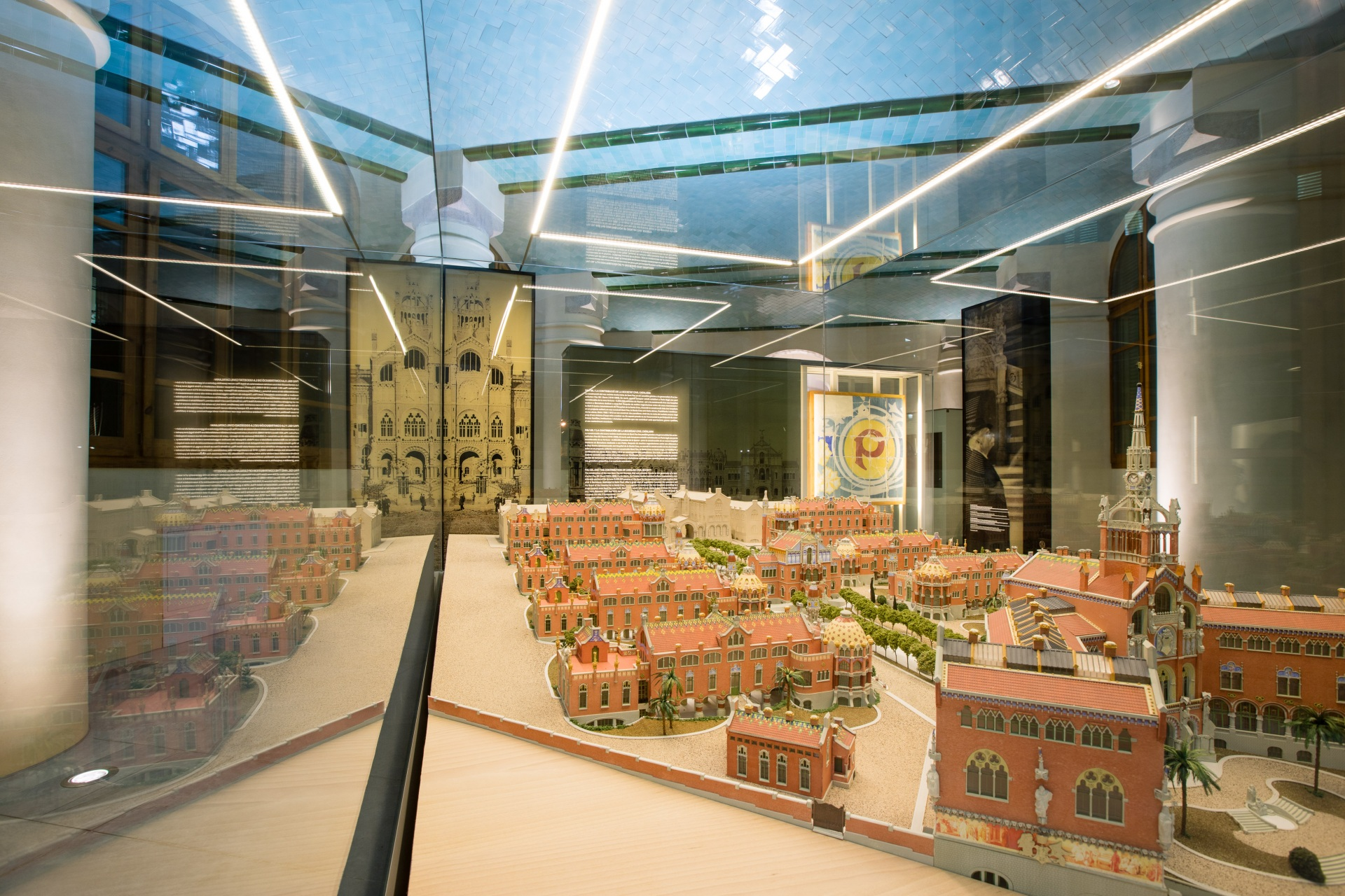 Hospital of the Santa Creu i Sant Pau. Picture of the showcase interior showing the modernist building model. The reflection duplicates the image.