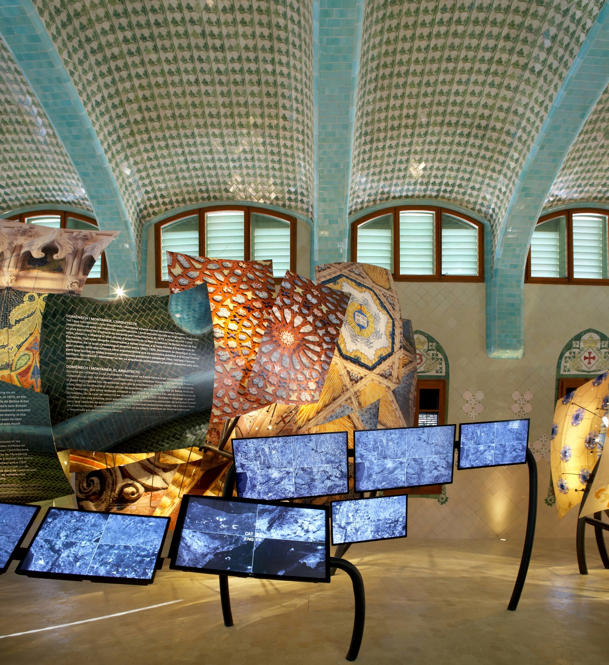 Hospital of the Santa Creu i Sant Pau. Illuminated dragon made of architectonic elements by Domènech i Montaner. Electronic interactive screens.
