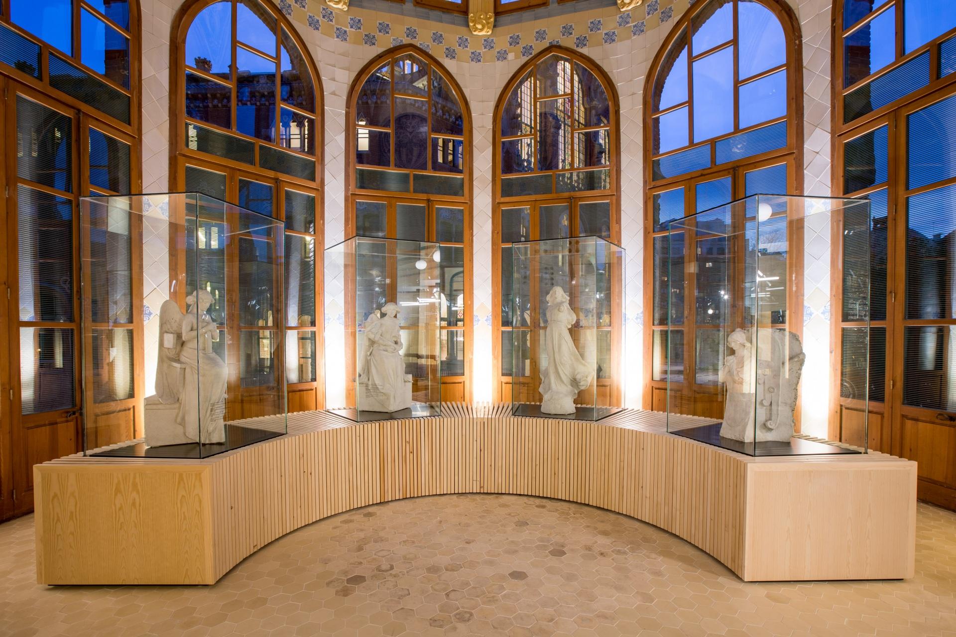 Hospital de la Santa Creu i Sant Pau. Sala de esculturas.