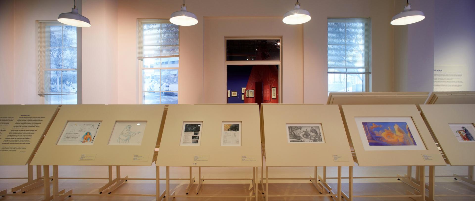Exposición sobre Walt Disney. Estudio con mesas de dibujo.