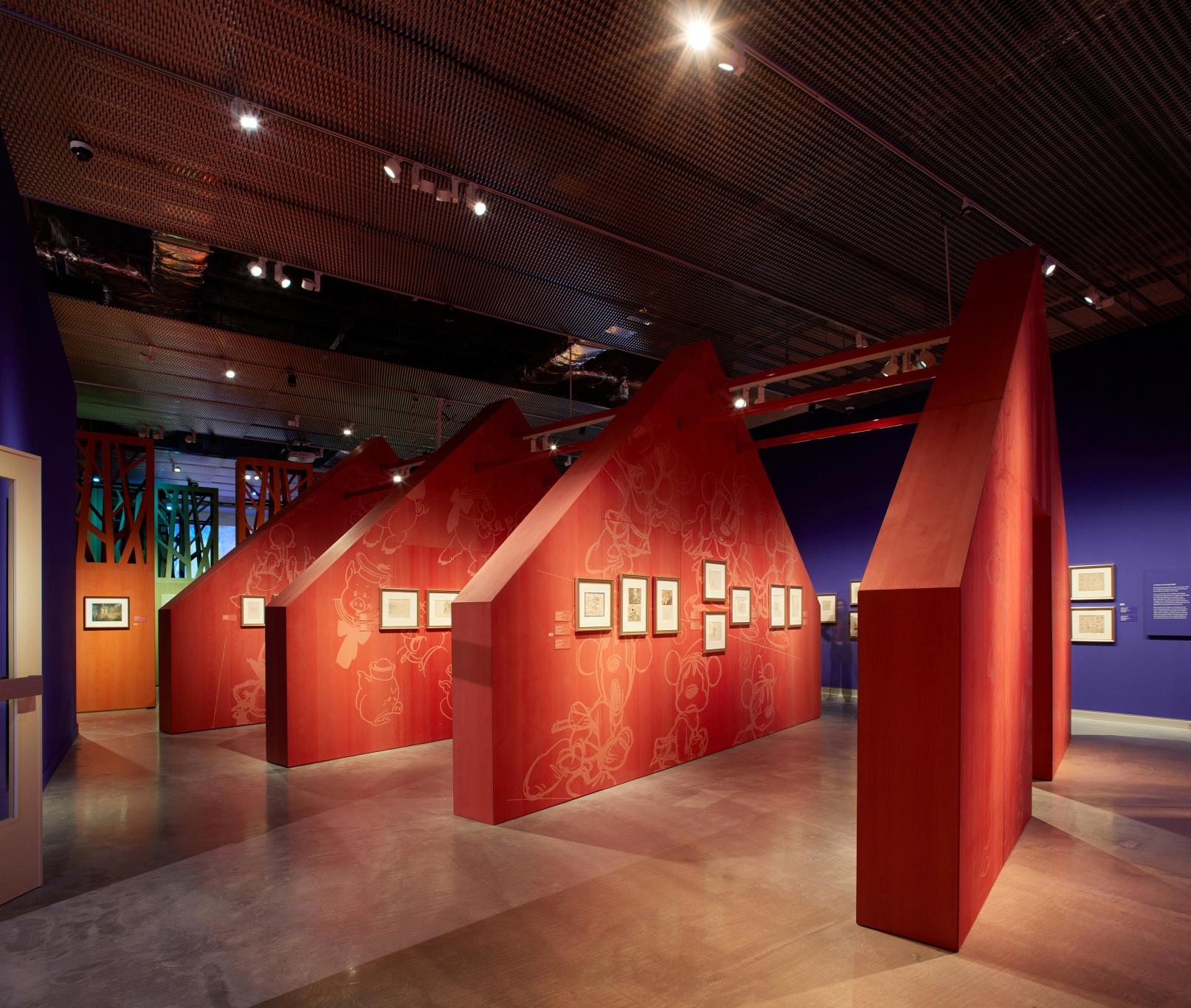 Exposición sobre Walt Disney. Cabaña roja de Los tres cerditos.