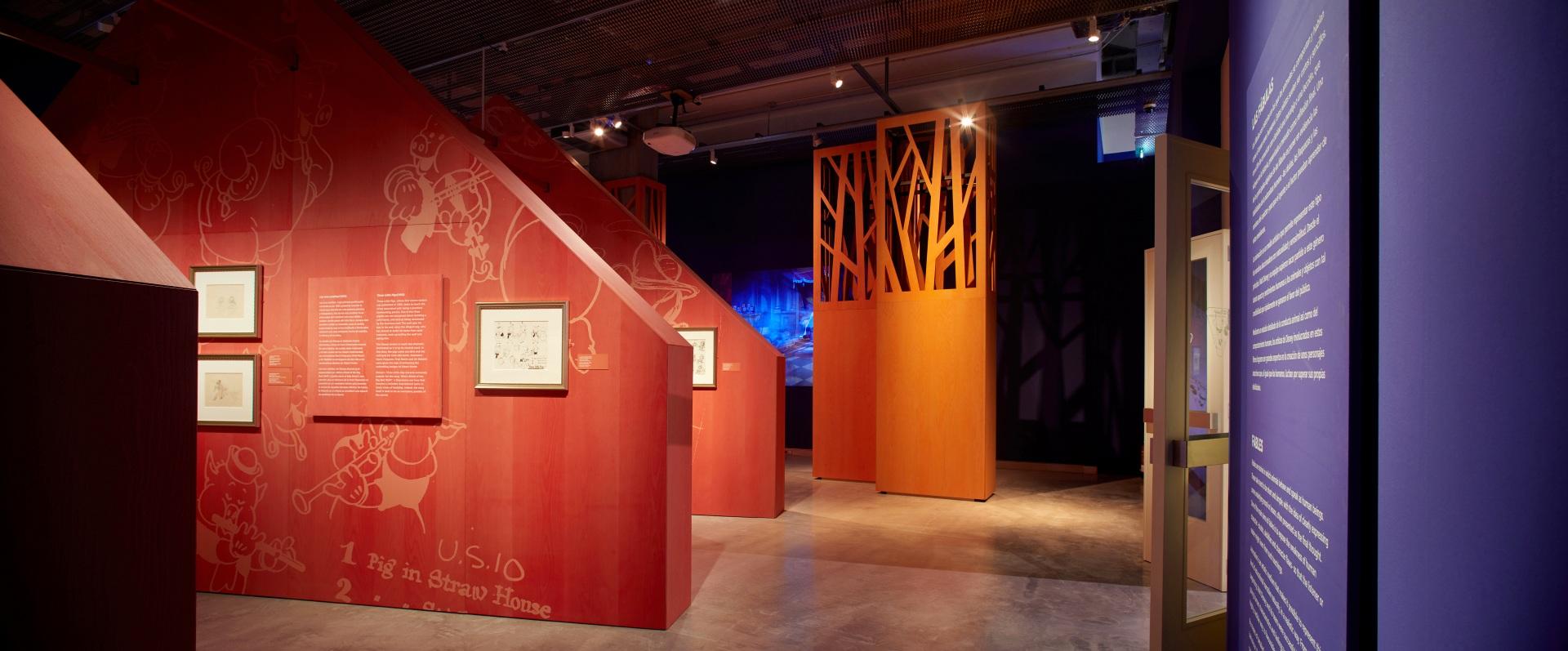 Exposición sobre Walt Disney. Cabaña roja de Los tres cerditos. Puertas abiertas.